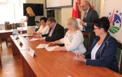 Więcej o: Podpisanie umowy na przebudowę drogi gminnej