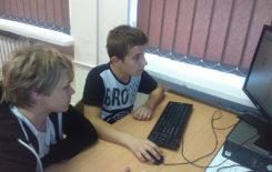 Więcej o: Stawiszyńscy gimnazjaliści uczą się programowania!