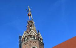 Więcej o: Kościół św. Bartłomieja Apostoła w Stawiszynie – montaż naczółka wieży