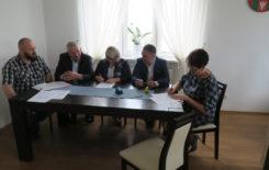Więcej o: Podpisanie umowy na przebudowę drogi gminnej nr 674331P w Zbiersku