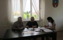 Więcej o: Podpisanie umowy