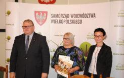 """Więcej o: Podpisano umowy z laureatami Konkursu """"Pięknieje Wielkopolska Wieś"""""""
